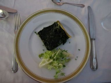 spinach quiche with salad